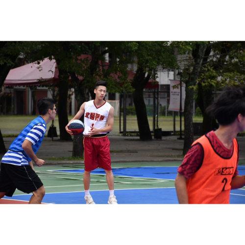 台北醫學大學呼吸治療系:專屬系籃籃球服