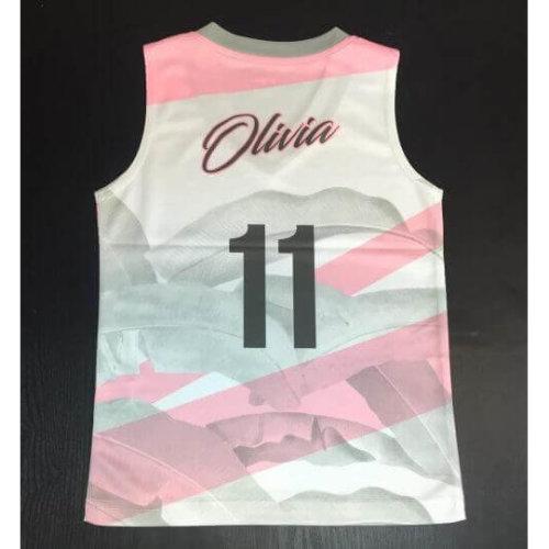 Olivia的人生第一件球衣