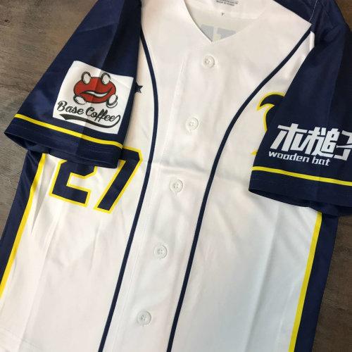 FSOB 壘球隊以歐力士猛牛隊球衣作為設計參考樣式